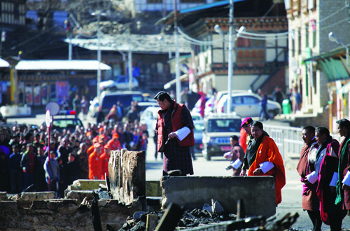 His Majesty The King arrived in Bumthang on the morning of 29th December 2016 to visit Chamkhar town, where a fire that broke out on the 28th December night damaged 6 buildings.
