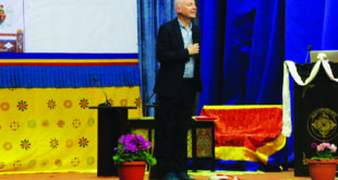 Marcus Du Sautoy in action at the Banquet Hall during his talk there, photo credit- Ugyen Dorji(Highlander)
