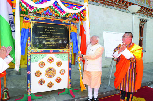 Prime Minister, Shri Narendra Modi unveiling the plaque to lay the foundation stone of Bhutan-India Cooperation Kholongchhu Hydroelectric Project (600MW), in Thimphu, Bhutan on June 16, 2014.