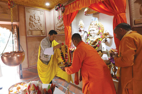 His Majesty offering prayers at the Samtse Shivalaya mandir. (story on page 08)