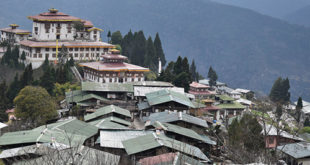 The village stands on a equal level to the rather imposing Zhemgang Dzong